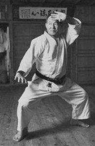 Hanshi Meitoku Yagi performing Seiunchin